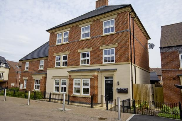 2 Bedrooms Apartment Flat for sale in Partington Square, SANDYMOOR, WA7